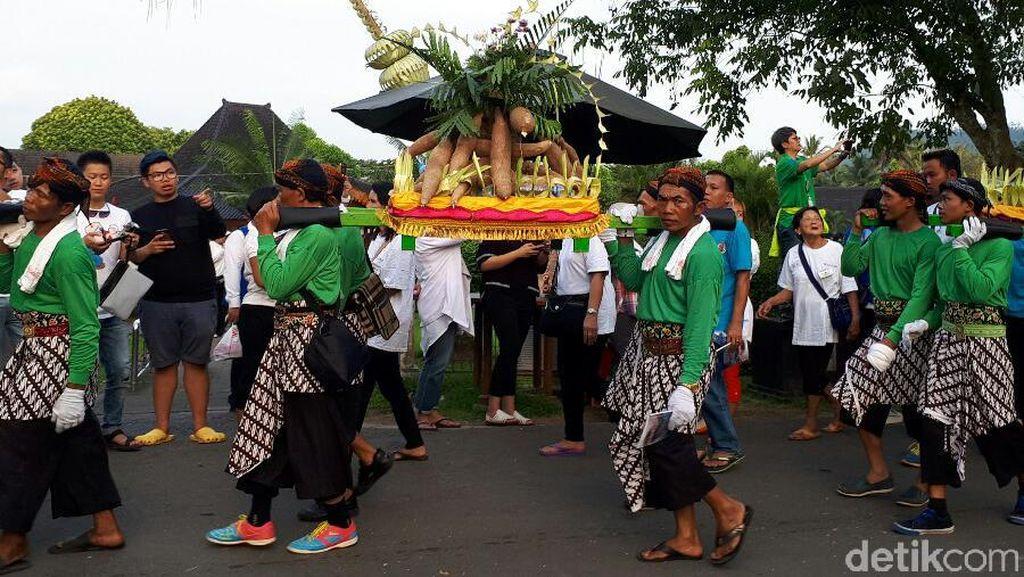 Parade Waisak dari Candi Mendut ke Borobudur, Seru Banget!