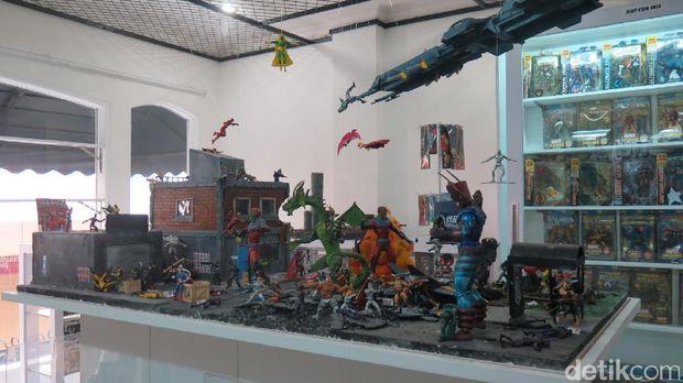 Rela <i>Nggak </i> Makan Demi Koleksi The Avengers