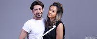 Reza Rahadian dan Adinia Wirasti saat pemotretan celeb of the month