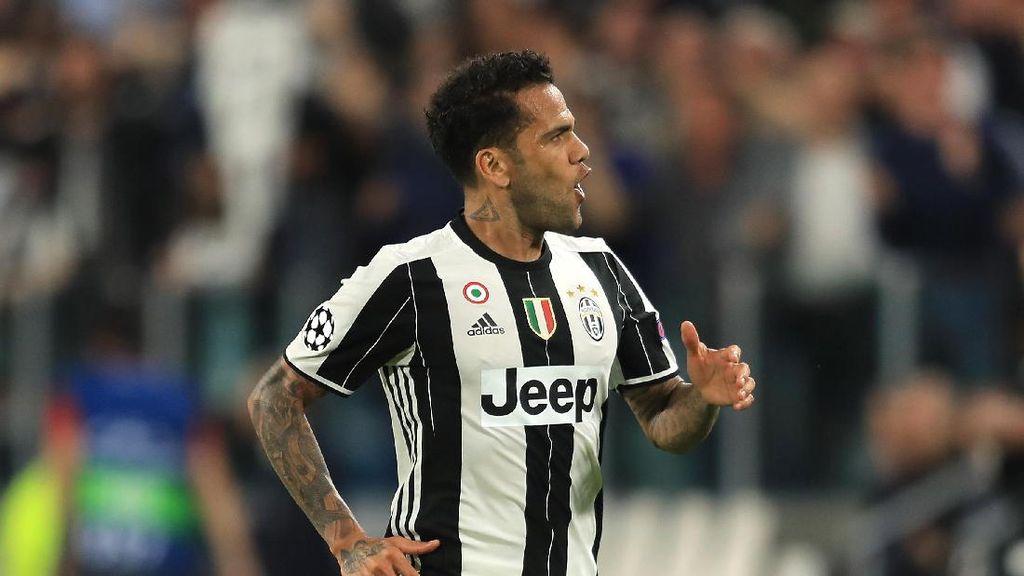 Dani Alves Tinggalkan Juve Bukan karena Uang