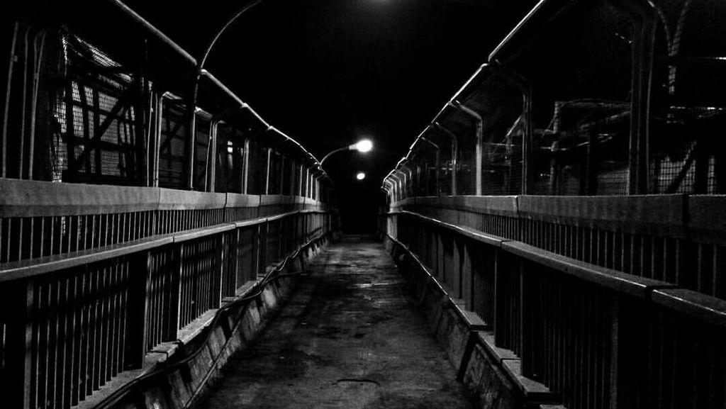 Jalan Malam di Jembatan