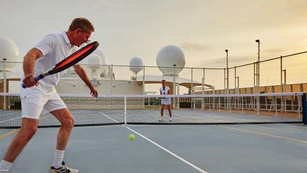 Lapangan tenis di atas kapal