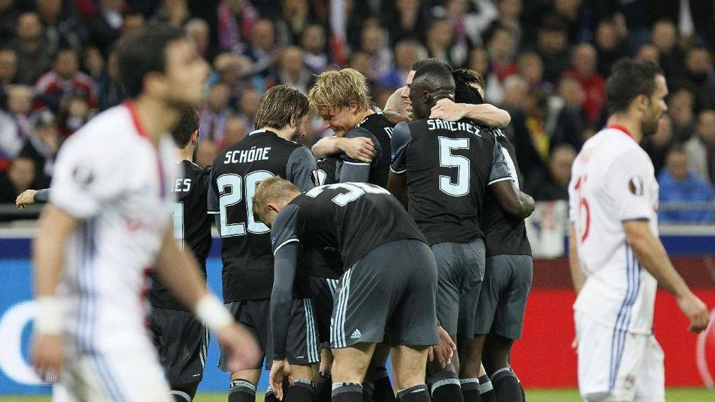 Lyon Menang 3-1, tapi Ajax yang ke Final