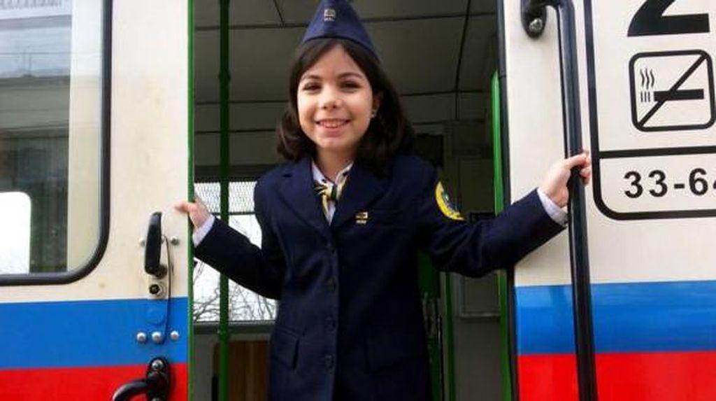 Cuma di Hongaria, Petugas Keretanya Anak-anak!