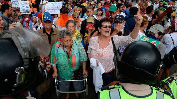 Para lansia merasa kehidupan di hari tua mereka makin sulit belakangan ini.