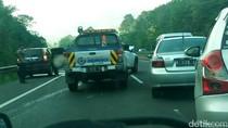 Mobil SUV Kecelakaan di KM 111 Tol Cipularang Arah Bandung