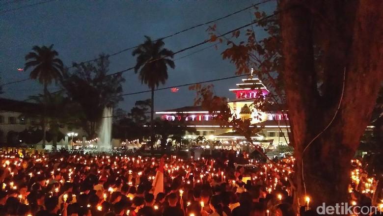 Aksi Lilin untuk Indonesia di Bandung Berlangsung Damai