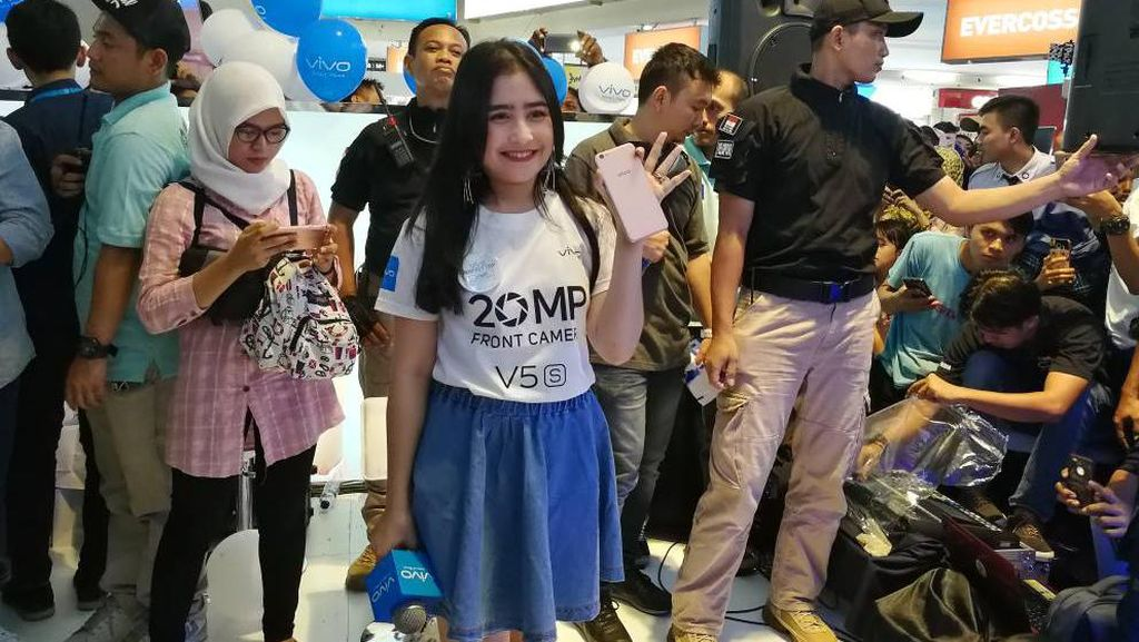 Prilly Latuconsina Bikin Meriah Vivo V5s Perfect Day di Jakarta