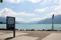Garpu Terbesar Sedunia Tertancap di Danau Swiss