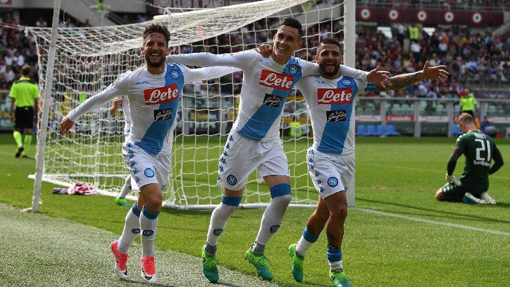 Napoli Lumat Torino 5-0 dan Naik ke Posisi Dua