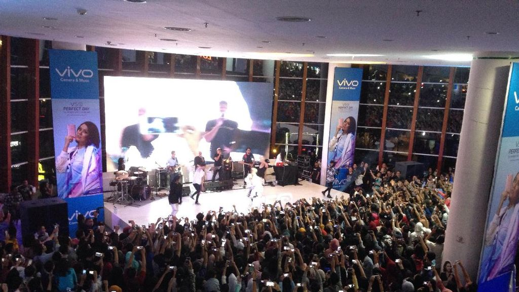 Aksi Agnez Mo Bikin Heboh Penjualan Vivo V5s