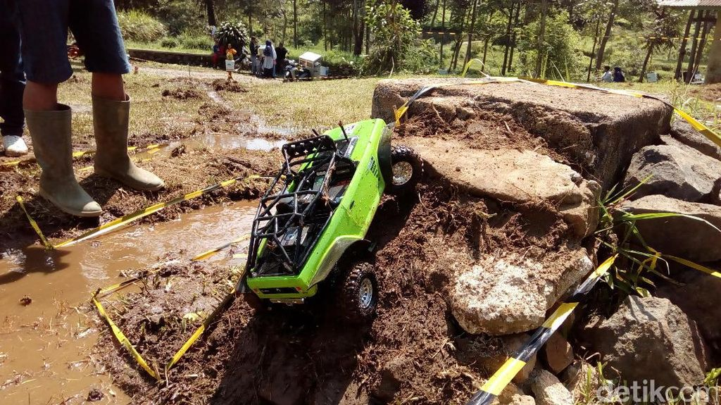 Puluhan Pecinta Mobil Mainan Beradu Ketangkasan di Garut