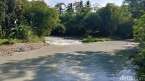 Sungai Jamblang Cirebon Tercemar Limbah Olahan Batu Alam