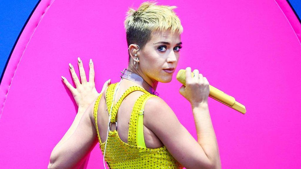 Katy Perry Jadi Santapan di Video Klip Bon Appetit