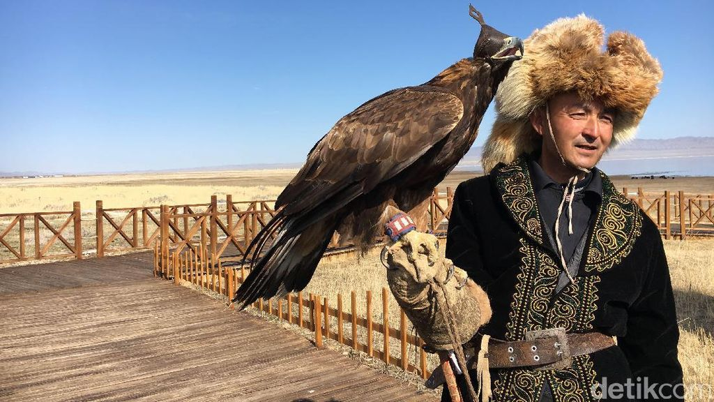 Bertemu Kaum Pemburu Suku Kazakh di Danau Balikun, Xinjiang