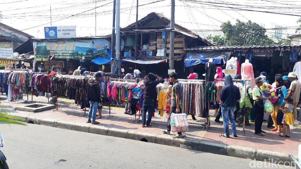 Suka Duka PKL Tanah Abang Jualan di Atas Trotoar
