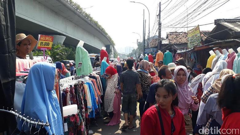 Sadar Ganggu Jalan, Kok PKL Masih Dagang di Trotoar?