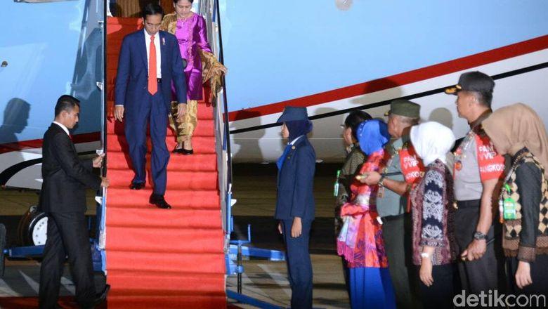 Tiba di Palu dari Beijing, Jokowi Disambut Kapolri Jenderal Tito