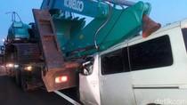 Luxio Seruduk Truk Pembawa Alat Berat, 3 Orang Tewas di Tol Kanci