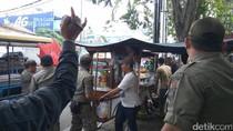 Satpol PP Razia PKL di Tanah Abang, Barang Dagangan Diangkut