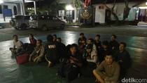 TNI AL Tangkap 14 TKI Ilegal dari Malaysia di Kepri