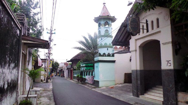 Kampung Batik Laweyan dikenal sebagai sentra penghasil kain batik berkualitas di Solo. Di kampung seluas kurang lebih 24 hektar, ada kurang lebih 100 perajin batik yang masih bertahan sampai sekarang (Wahyu/detikTravel)