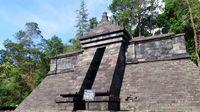 Bangunan utama Candi Cetho yang mirip piramida Aztec (Wahyu/detikTravel)