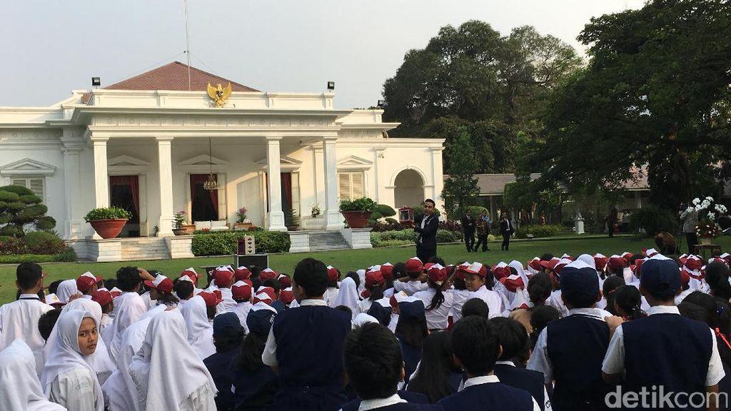 Tebakan Jokowi ke Siswa soal Pemuda Tampan dan Lutung Kasarung