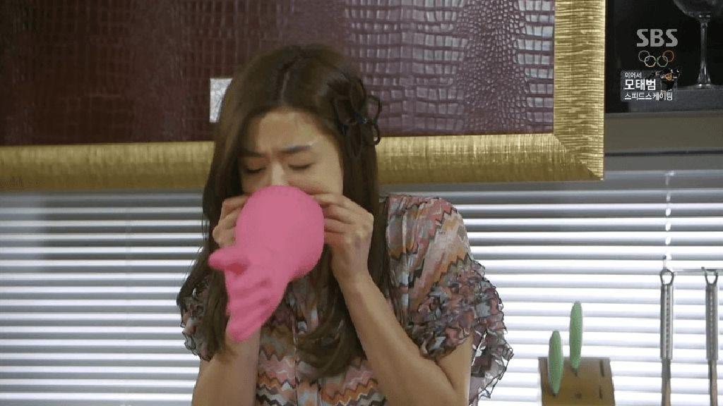 Viral, Teknik Tiup Sarung Tangan Ala Drama Korea untuk Tunda Penuaan