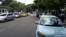 Sopir Taksi di Pekanbaru Demo Tolak Angkutan Online