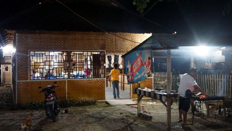detikTravel beberapa pekan lalu berkunjung ke Kabupaten Pohuwato, Gorontalo. detikTravel pun menyambangi Rumah Makan Pidis untuk menyicipi kuliner khas Gorontalo. Rumah makan ini terletak di Desa Marisa Utara, depan Kantor Kecamatan Marisa (Wahyu/detikTravel)
