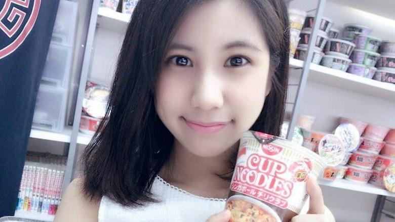 Cafe mie instant dengan pelayan Idol cantik (@noodolcafe/Twitter)