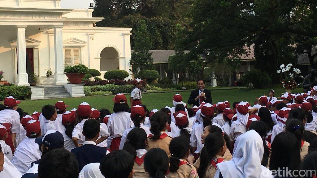 Mendikbud Puji Jokowi Piawai Mendongengkan Siswa SD di Istana