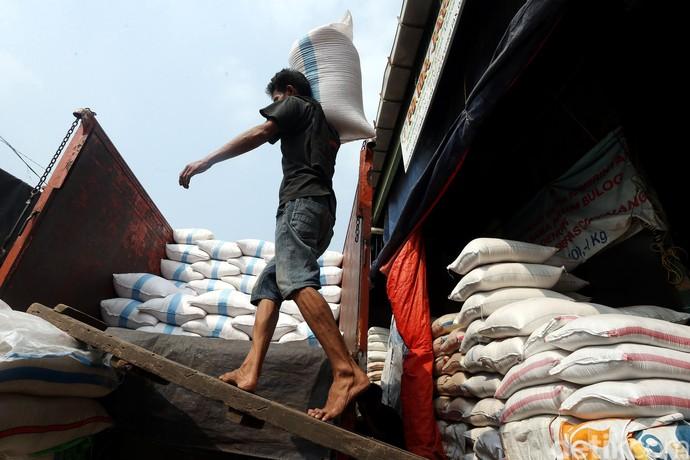 Jelang Ramadan, Stok di Cipinang Beras Aman