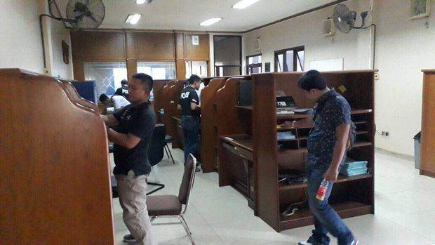 Bareskrim Polri dan Kemenaker menggeledah tempat penampungan TKI ilegal PT Bidar Timur di Cawang, Jakarta Timur