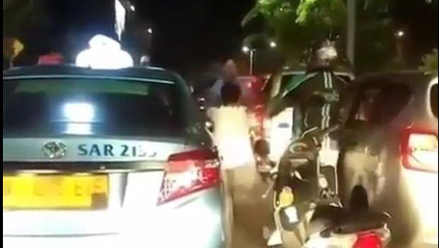 Netizen menyindir perkelahian sopir taksi dengan pengemudi mobil seperti game Mortal Kombat.