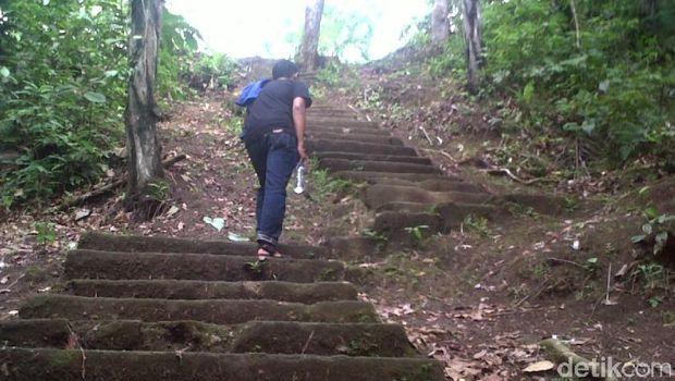 Harus menaiki anak tangga dulu (Haris/detikTravel)