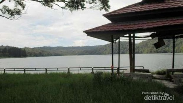 Gazebo di tepi Danau Lau Kawar (Rudi Chandra/dTraveler)