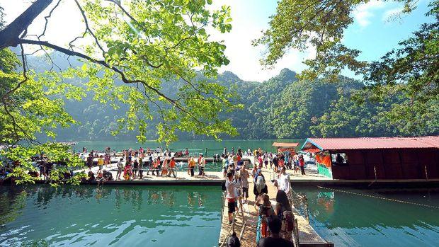 Traveler banyak berkunjung ke Danau Dayang Bunting (dok Tourism Malaysia)