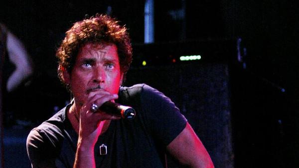 Dari Ryan Adams Hingga Metallica Nyanyikan Lagu Kenang Chris Cornell
