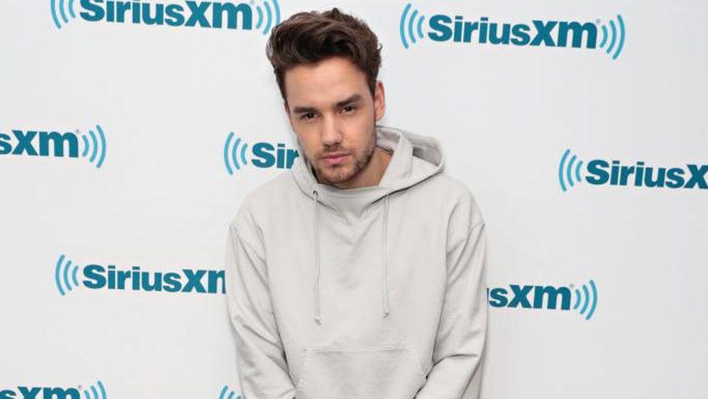 Liam Payne Pinjam Celana Kekasihnya di Red Carpet