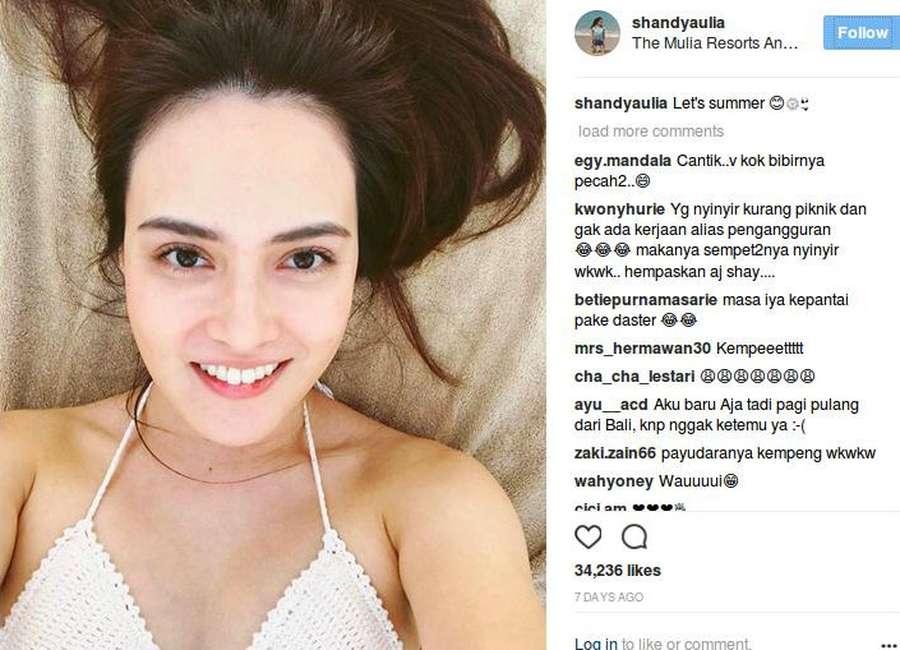 Shandy Aulia Seksi Berbikini di Bali