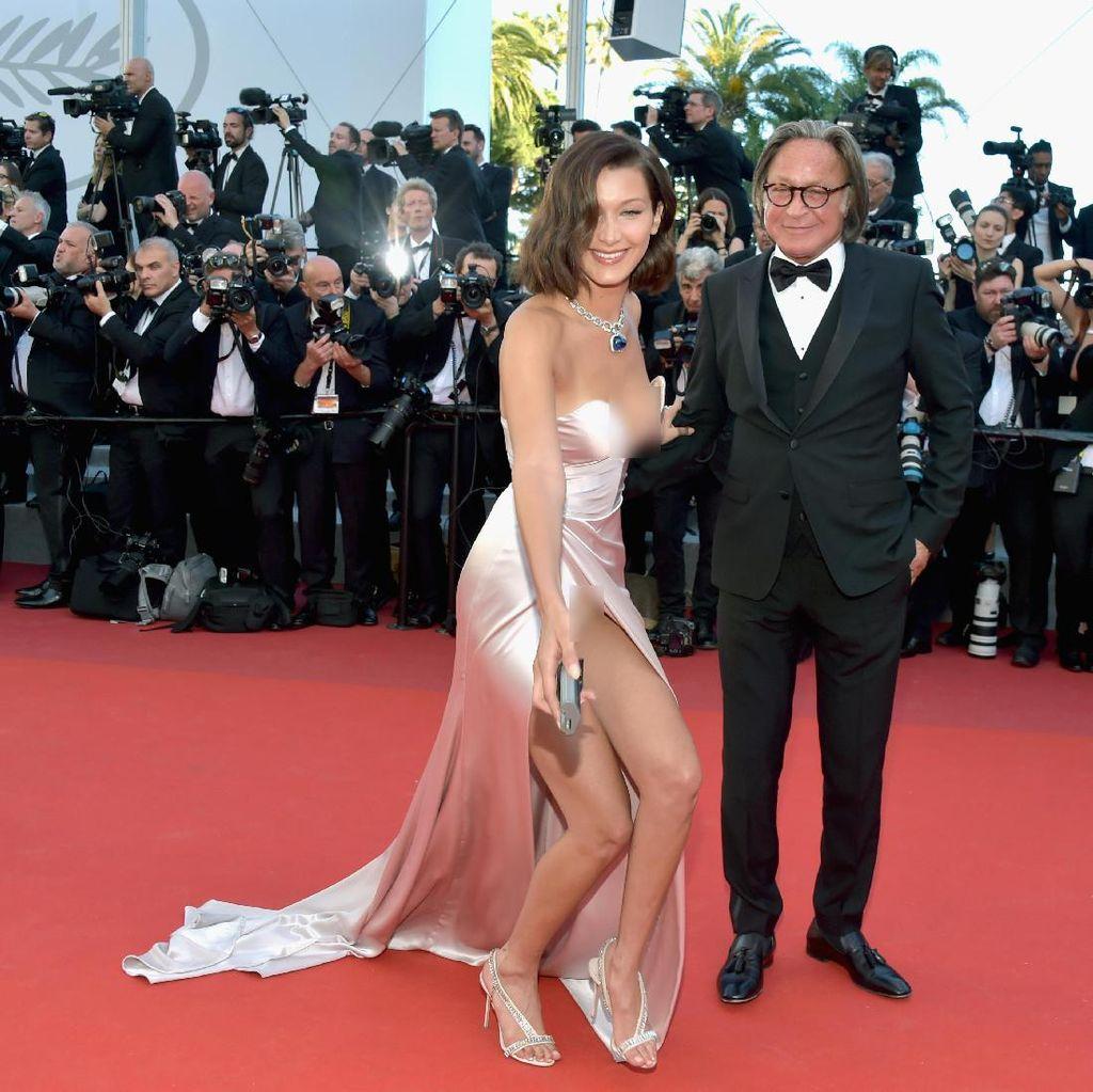 <i>Ups</i>, Bella Hadid Tak Sengaja Ekspos Dalamannya di Cannes