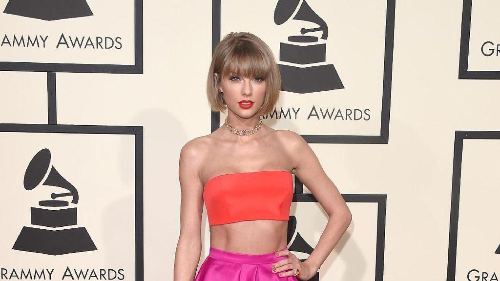 Foto: 20 Inspirasi Penampilan Fashionable Taylor Swift