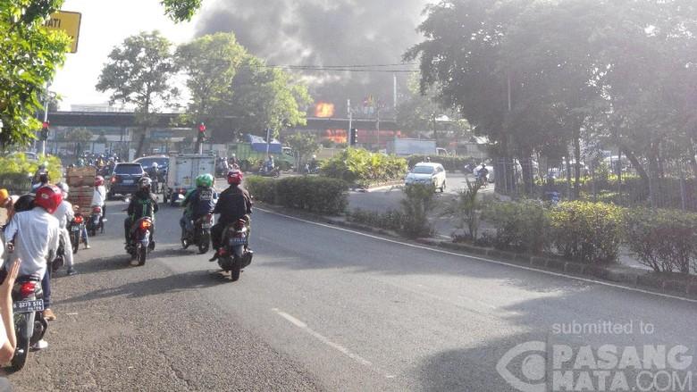 Ada Kebakaran, Stasiun Klender Tak Beroperasi Sementara