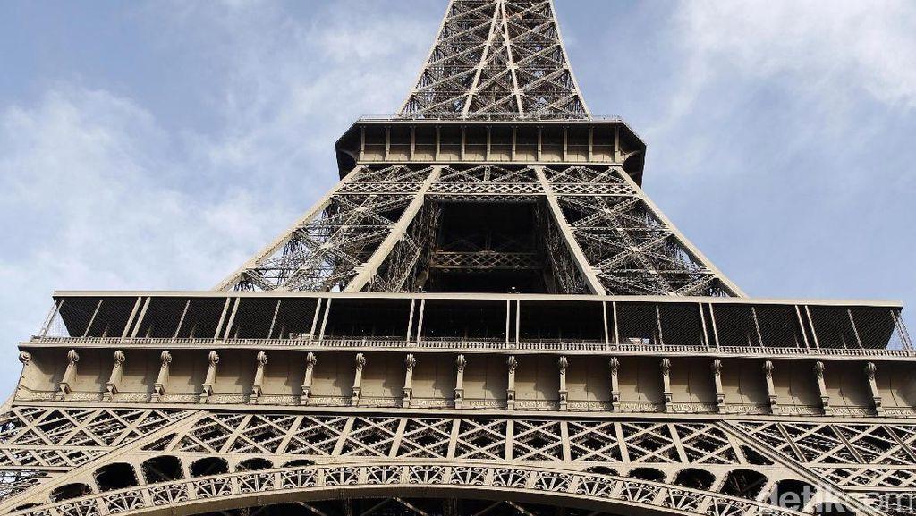 Dan Menara Eiffel Pun Menyambut Neymar