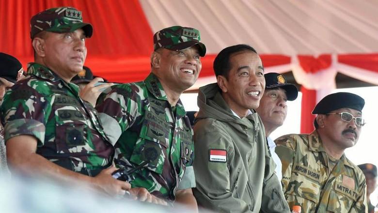 Jokowi Nonton Latihan Perang di Natuna