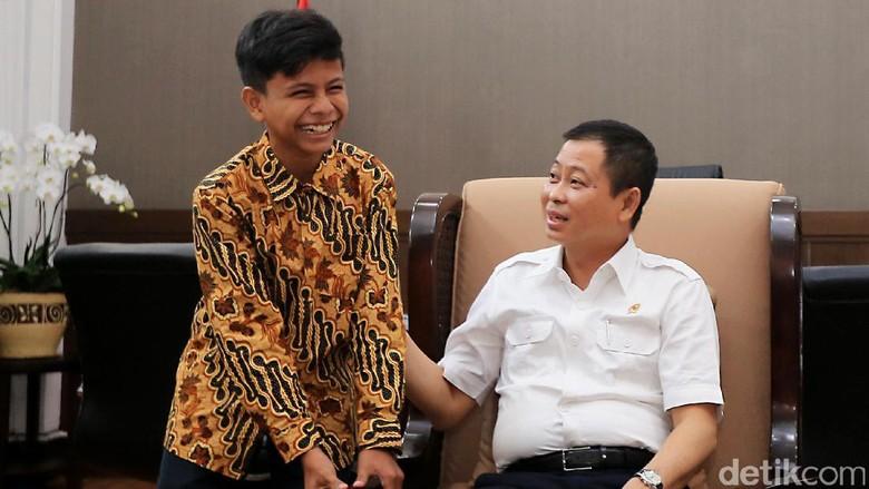 Bocah Penemu Listrik dari Pohon Kedondong Bertemu Menteri ESDM