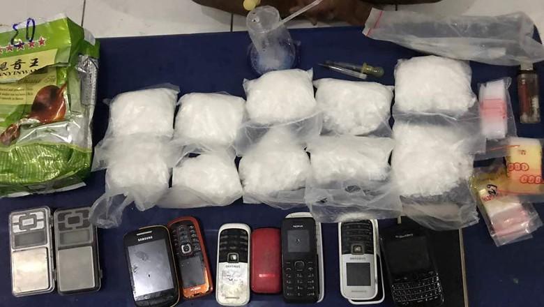 Gerebek Kos-kosan, Polisi Tangkap 2 Pengedar dan Sita 1 kg Sabu