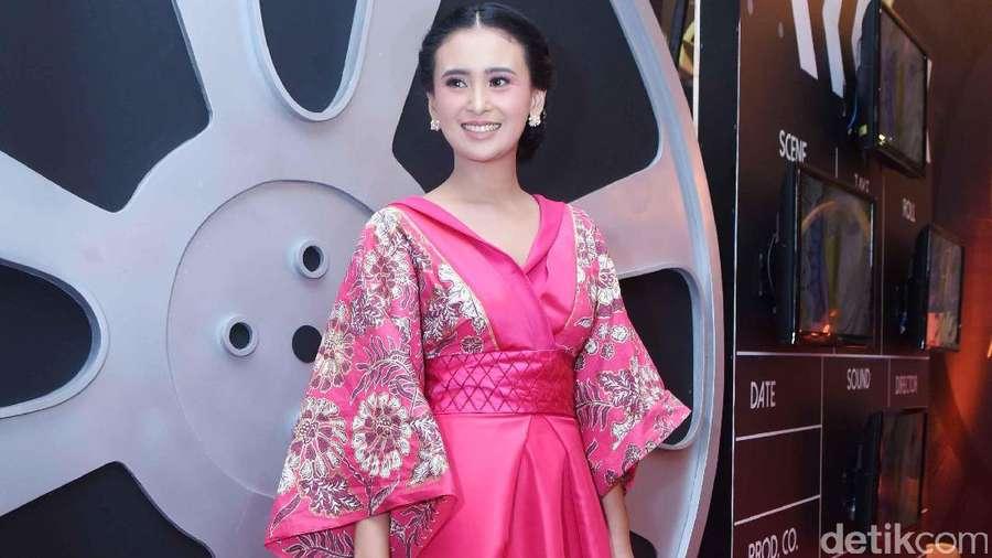 Unik, Ayushita Berkimono di Malam Penghargaan
